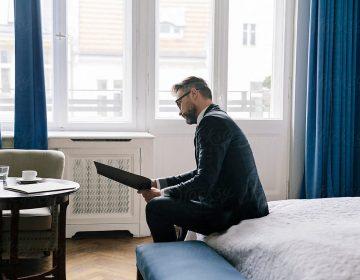 Варианты заселения визового иностранца: квартира, гостиница, общежитие
